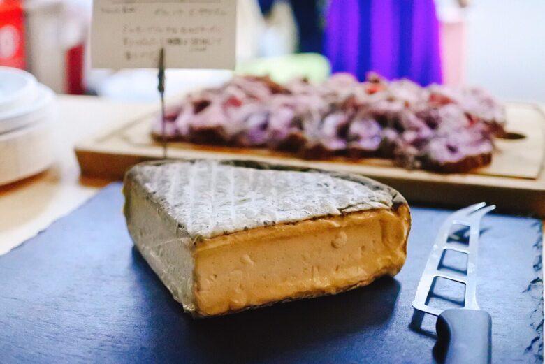 (終了)麻布の隠れ家で日曜日の夜をまったりと楽しむ、高級チーズと素敵なワインと美味しいお肉を楽しむ会