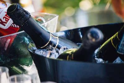 (終了)東京丸の内でスイーツアンドワイン会〜GARB TOKYOのテラス席で、厳選スイーツとスパークリングワインのマリアージュを楽しむ会〜