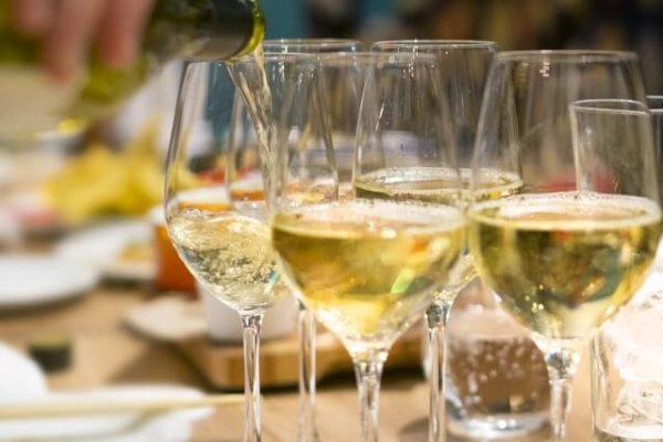 (終了)   スパークリングワイン飲み放題!丸の内のお洒落な人気店で  お友達作りパーティー!